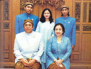 Megawati Sukarnoputri - Megawati with husband Taufiq Kiemas and three children.