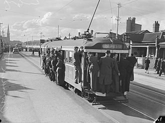Trams in Melbourne - An overcrowded East Preston tram in Fitzroy North, 1944