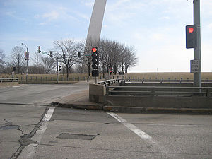 Memorial Drive (St. Louis) - Image: Memorial Drive overpass face east St Louis