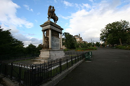 Monument of Frederick Roberts, 1st Earl Roberts, in Glasgow. Memorial of Frederick Roberts, 1st Earl Roberts in Glasgow.jpg