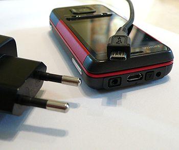 Deutsch: Micro USB Ladekabel für Mobiltelefone