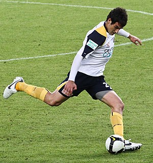 Mile Jedinak - Jedinak playing for the Central Coast Mariners in 2008.