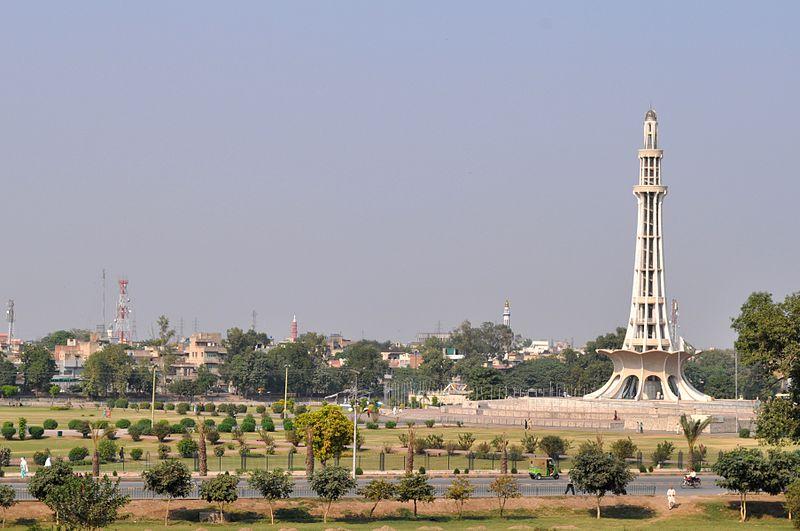 Minar-e-Pakistan 2011.JPG