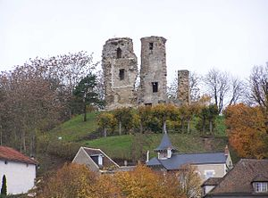Montfort-l'Amaury - The ruins of the donjon, above the house of Maurice Ravel