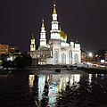 Moscow Cathedral Mosque at night, June 2017.jpg