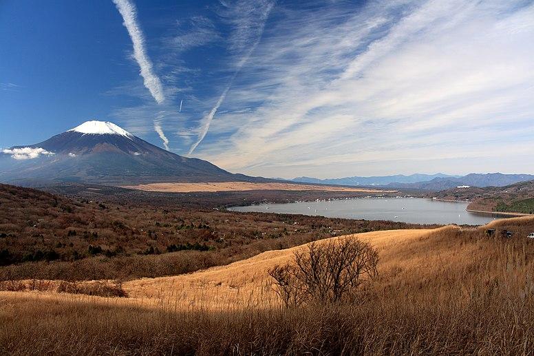 Mount Fuji and Lake Yamanaka (2015-11-21)