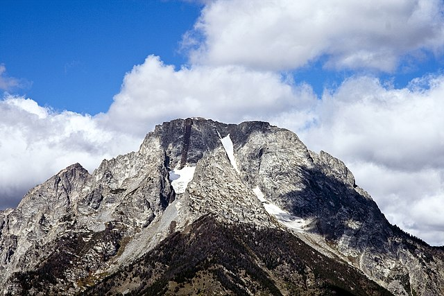 https://upload.wikimedia.org/wikipedia/commons/thumb/7/7c/Mt_Moran_summit_WY1.jpg/640px-Mt_Moran_summit_WY1.jpg