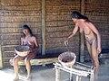 Mujeres indígenas en el Muelle de las Carabelas.jpg