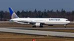 N67058 United Airlines B767 (40408566351).jpg