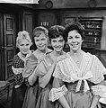NCRV-televisiespel De vier dochters Bennet. vlrn. Liselot Beekmeyer, Marja H…, Bestanddeelnr 913-1419.jpg