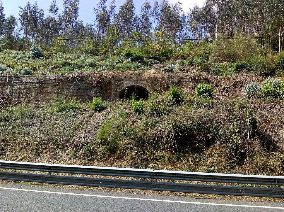 N 640 coa antiga liña de ferrocarril Ribadeo Vilaoudriz