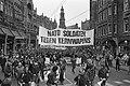 Nato soldaten tegen kernwapens op spandoek in de Raadhuisstraat, op de achterg, Bestanddeelnr 931-8159.jpg