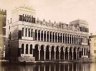 Il Fontego dei Turchi nel 1870, subito dopo il restauro. Foto di Carlo Naya (1816-1882).
