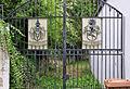 Ober-Ingelheim Hoftor mit Wappen Weitzel und Geismar.jpg