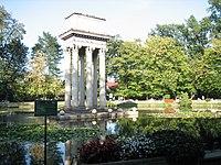Ogród Strzelecki mauzoleum Józefa Bema w Tarnowie, ul. Piłsudskiego Słowackiego (-) 3 pavw.JPG