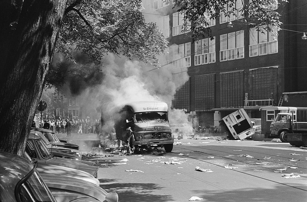 Révolte urbaine à Amsterdam en 1966. Photo Steinmeier, Hans / Anefo