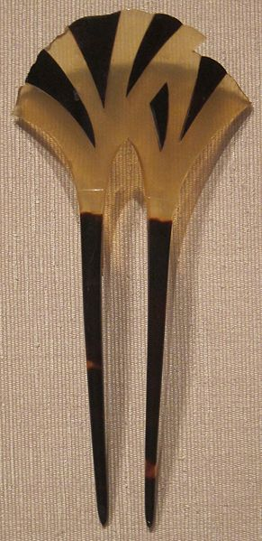 ファイル:Ornamental Japanese hair pin, tortoiseshell, Edo or Taisho, Honolulu Museum of Art I.JPG