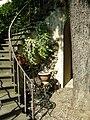 Palazzo dei cartelloni, giardino 03.JPG