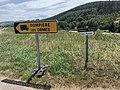 Panneau Direction Temporaire Poids Lourds Rasses Chapelle Mont France 1.jpg