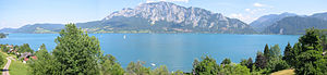 Attersee (lake) - Image: Panorama Höllengebirge