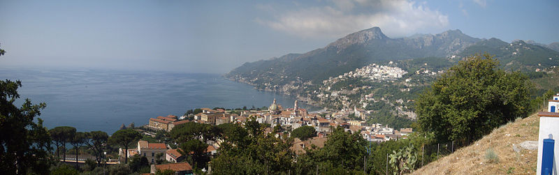 File:Panoramiche Salerno e costiera 01 panorama costiera.jpg