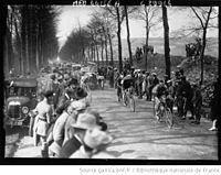 Paris-Roubaix 1927 - Doullens Georges Ronsse et Charles Pelissier.JPG