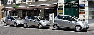 Bolloré Bluecar - Three Bolloré Bluecars charging at an Autolib' Station on Rue du Quatre Septembre, Paris
