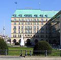 Pariser Platz & Hotel Adlon, Berlin (04 2005).jpg