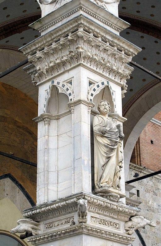 Piazza del campo, Cappella di piazza, scultura di Bartolomeo di Tommé,San Pietro