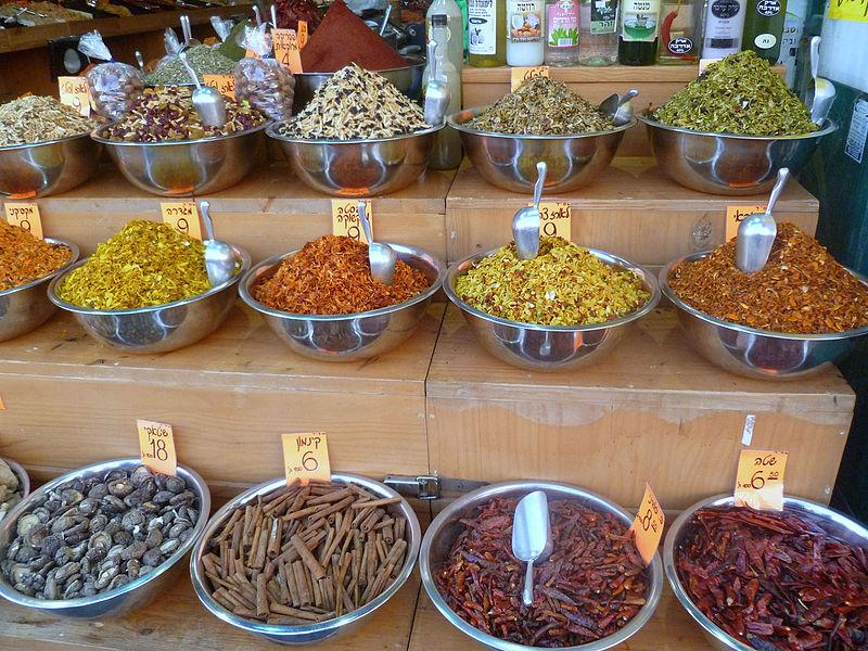 דוכן תבלינים בשוק מחנה יהודה בירושלים
