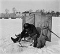 Pilkkijä jäällä Kaivopuiston edustalla - N1948 (hkm.HKMS000005-000001aa).jpg