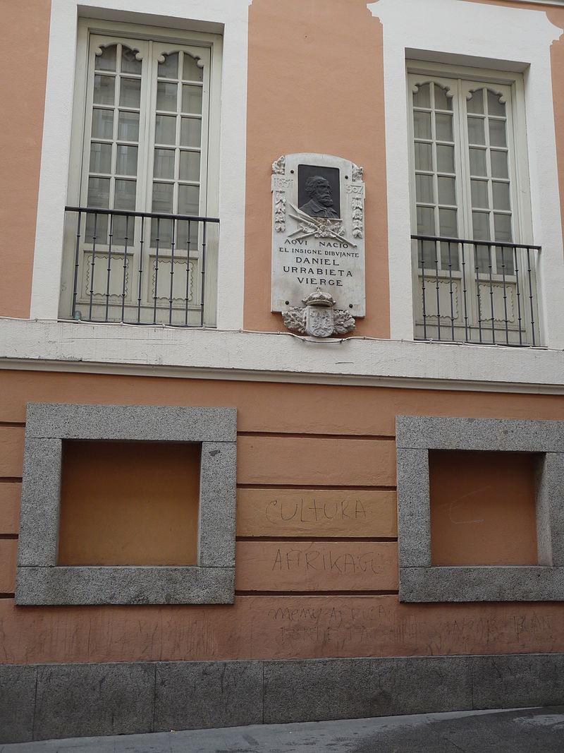 Placa en homenaje al pintor Daniel Urrabieta Vierge, calle de las Huertas, Madrid.jpg