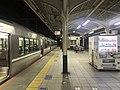 Platform of Kobe Station 3.jpg