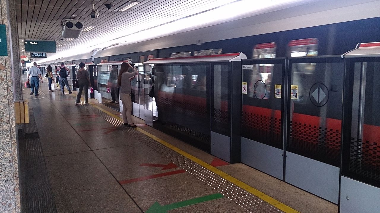 File Platform Screen Doors At Yio Chu Kang Mrt Station