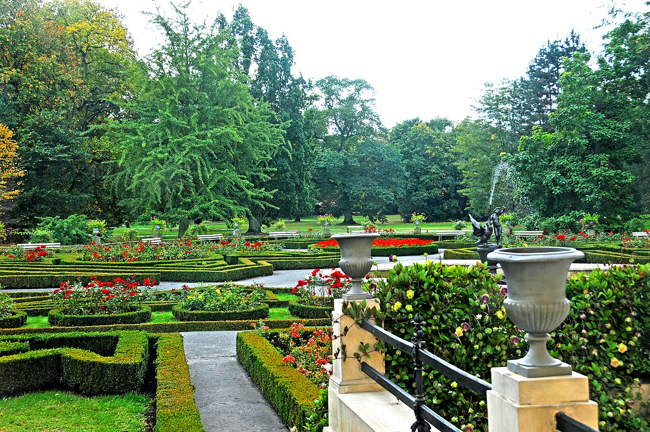 Poland 4160 - Palace Garden (4207049525).jpg