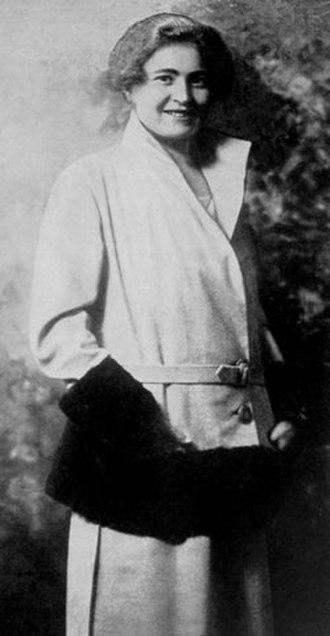 Rachele Mussolini - Image: Portrait Rachele Guidi