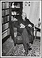 Portrett av forretningsmann Theodor Bull i sitt bibliotek (8497781042).jpg