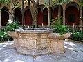 Pou al claustre renaixentista del convent del Carme, València.JPG
