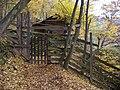 Povltavská stezka, dvířka obory (01).jpg