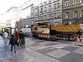 Praha, zastávka I. P. Pavlova, oprava tramvajové trati - asfaltovací stroj.JPG