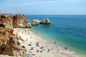 English: Praia da Rocha (Beach of the Rocks) i...