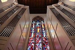 Prospekt und Fenster, Orgel, St. Martin Freiburg.jpg