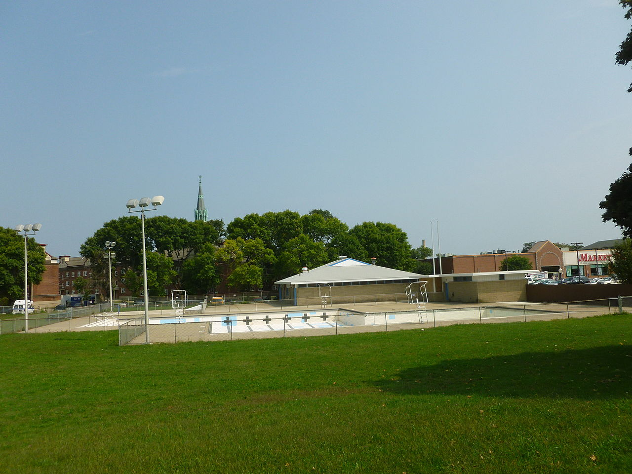File Public Swimming Pool At North Common Lowell Ma 2011 09 03 Jpg Wikimedia Commons