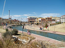 Pueblo Colorado River Walk 2 by David Shankbone.jpg
