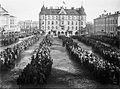 Punavankeja Tampereen Keskustorilla 6.4.1918 (26936605336).jpg
