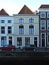 foto van Huis met lijstgevel, gepleisterd