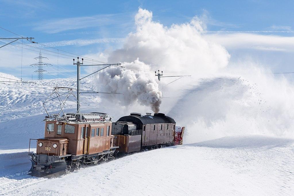 Rhätische Bahn: Berninabahn im Winter. Ge 4-4 Bernina Crocodile with Xrot d on Bernina pass