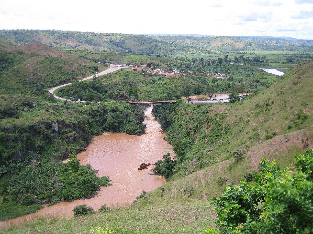 Международные пограничные водопады Африки
