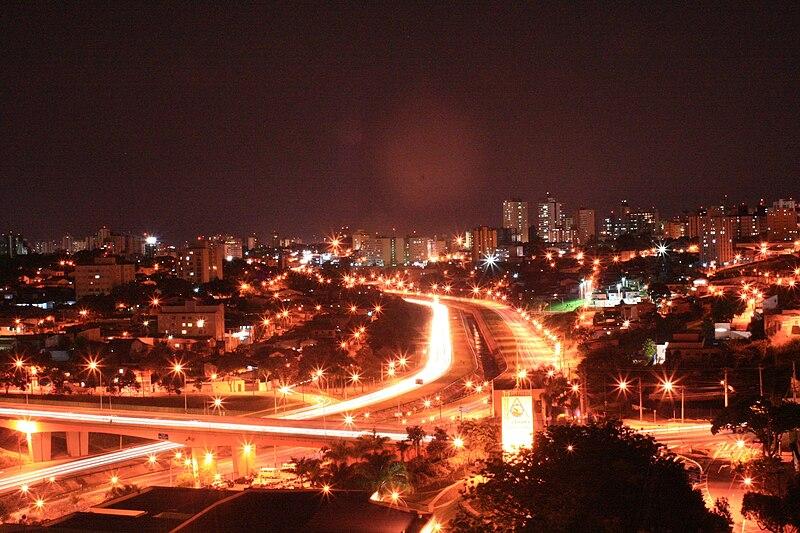 Ficheiro:São José dos Campos (SP) à noite.jpg