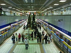 S.Y.S. Mem'l Hall Station in Taipei Metro.JPG